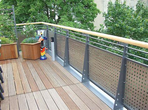 Terrassengeländer Edelstahl by Seyer Metallbau Gmbh Terrassengel 228 Nder Mit Holzhandlauf
