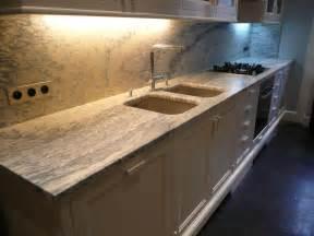 plans de travail de cuisine en marbre et granit