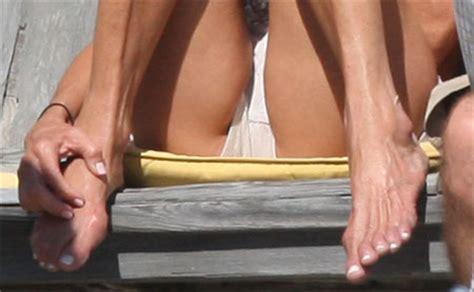 Maxi Pad Upskirt Hot Girls Wallpaper