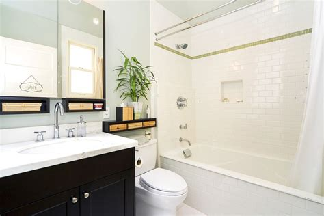 black and white bathroom accent color 3