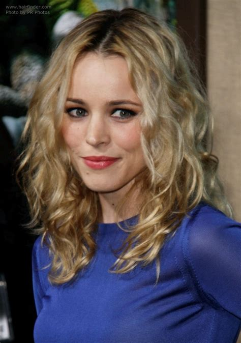 pictures of women wearing the rachel haircut rachel mcadams wearing a long hairstyle with curl and a