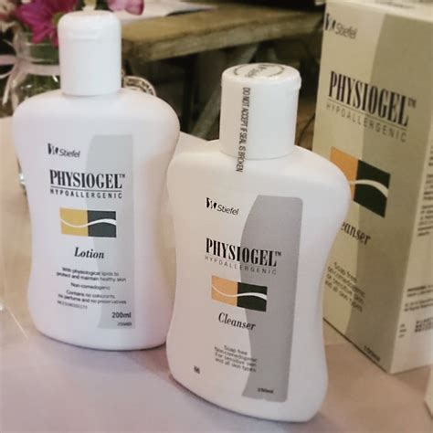 Pelembab Hypoallergenic review physiogel cleanser lotion imaginary friend