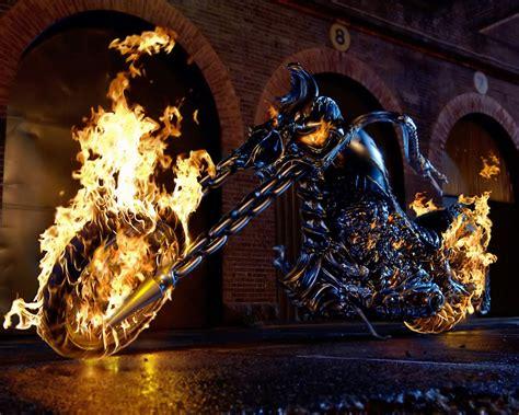 film cu nicolas cage ghost rider imagini ghost rider 2007 imagini demon pe două roţi