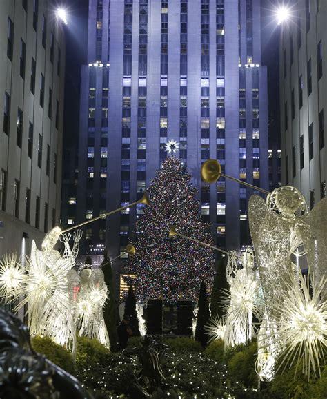 big christmas tree in new york city tree lights up in manhattan new york city 14 big apple dreaming
