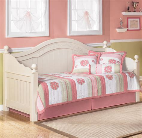 Cottage Retreat Day Bed Bedroom Set Signature Design By | signature design by ashley cottage retreat day bed del