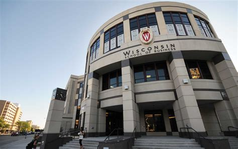 Uw Point Mba by Business School Expands Bba Program In Response To Student