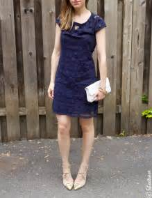what color goes with navy blue what color shoes go best with a navy blue dress style