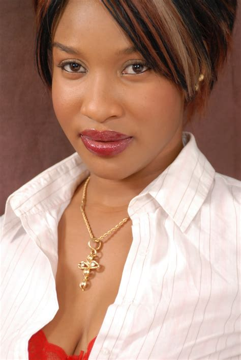pictures of nigerian actresses nigerian personality tonto dike beats ini edo