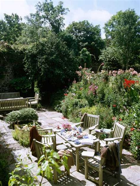 backyard garden restaurant 25 beautiful backyard landscaping ideas and gorgeous