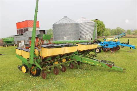 Deere 7000 8 Row Planter by Howard Lake Farm Equipment Liquidation In Howard Lake