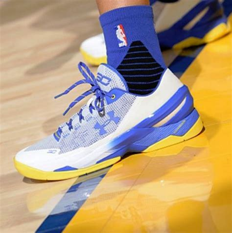 Curry 2 Dubnation Blue curry warms up in the armour curry 2 low dubnation