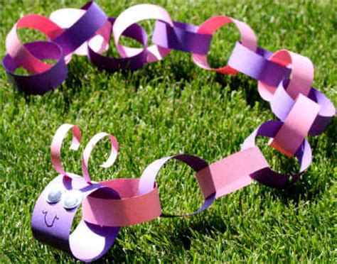 Paper Chain Craft - paper chain caterpillar