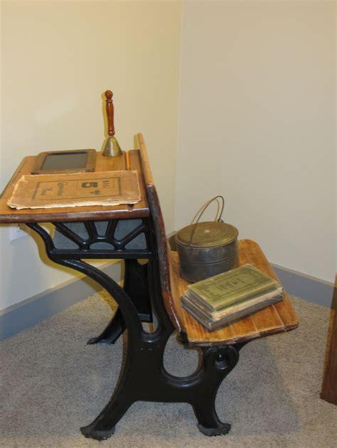 vintage school desk primitive bedroom decor ideas