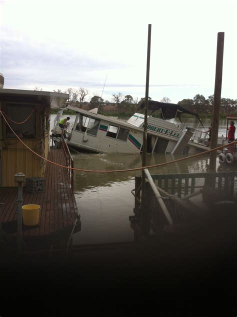 mannum house boats photo 4 mannum houseboat salvage dynamic dredging pty ltd