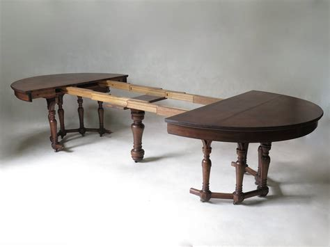 Walnut Extending Dining Table Oval Extending Walnut Dining Table 19th Century At 1stdibs
