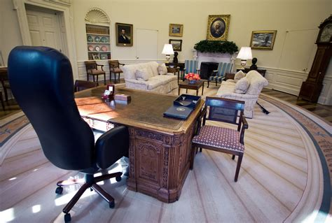 Desk Oval Office You Definitely Don T These Fascinating Facts About The Oval Office