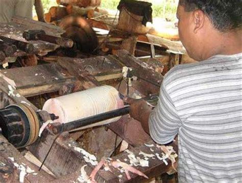Gergaji Jet Saw alat dan bahan pendukung pembuatan produk kerajinan kayu