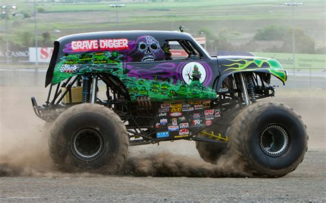 gravedigger truck going for a ride in grave digger photo gallery