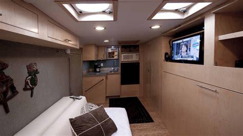 Engineer Turns Trailer into Luxurious, DIY Camper