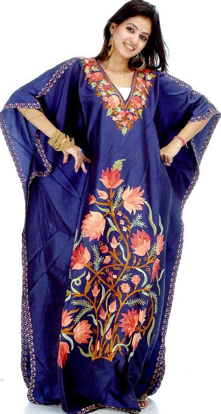 Kaftan India Bordir Niritha navy blue kaftan with floral ari embroidery on borders and front