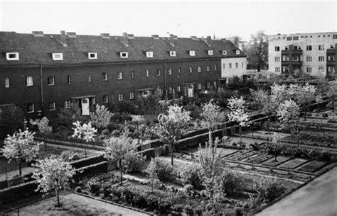 Britzer Garten Degewo by Hufeisensiedlung Britz Katrin Lesser
