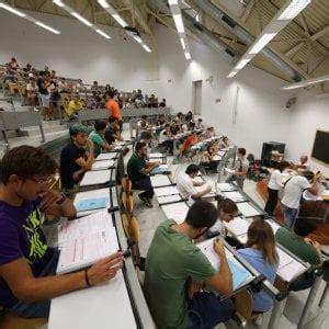 test ingresso economia bologna universit 224 al via i test per duemila aspiranti matricole