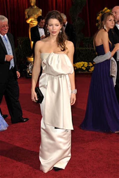 No Oscars This Year Copy Biels Understated Classic From Last Year Instead by Nati Tata Carpet White Dresses