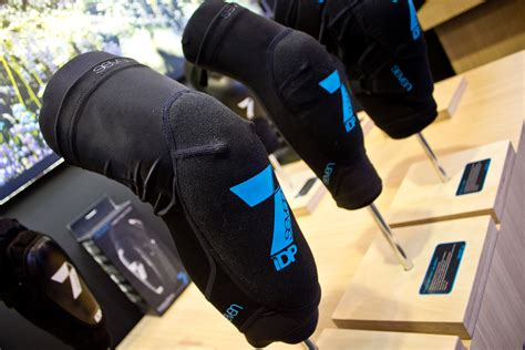 Seven 7 Idp Knee Protect seven idp transition knee and pads 2015 mountain bike apparel protection at eurobike