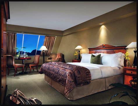 floor n decor and holiday hours las vegas mcdonough las vegas holiday luxor las vegas first pyramid hotel