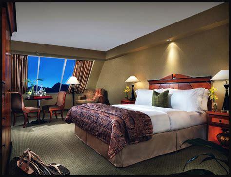 hotel room las vegas las vegas luxor las vegas pyramid hotel