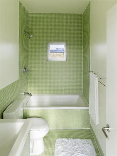 Badewanne Kleine by Kleines Badezimmer Mit Gr 252 Nen Fliesen Und Kleine Badewanne