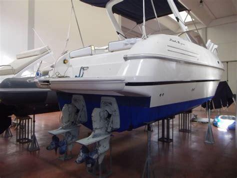 barche a motore cabinate usate fiart 28 genius in toscana imbarcazioni cabinate usate