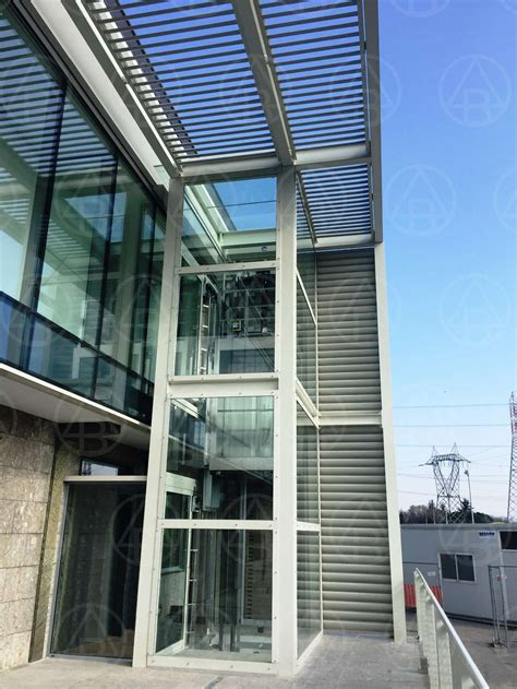 pensilina ingresso pensilina frangisole in acciaio e vano ascensore in vetro