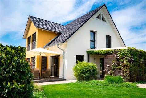 Haus Mit Großem Garten Kaufen by Wo Sollte Eine Immobilie Kaufen Am Land Oder In Der