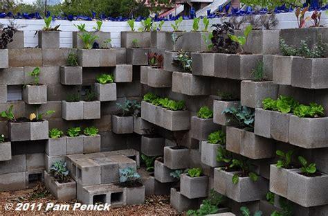 Edible Wall Cinderblock Wall Vegetable Garden Wows At Big Garden Wall Concrete Blocks