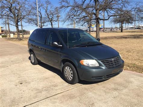 Chrysler Town And Country Mini by 2006 Chrysler Town And Country Base 4dr Mini In