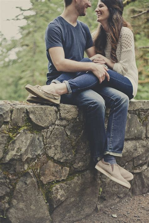 ideas for photos 20 amazing pose ideas for engagement photos