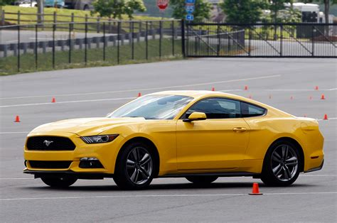 what makes a mustang a gt 2015 ford mustang gt makes 435 hp 400 lb ft of torque