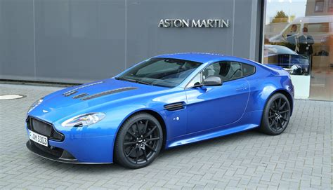 2008 roof paused in astin martin astons at the n 252 rburgring test center 187 aston martin