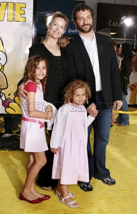 leslie mann children s names judd apatow leslie mann and daughters at simpsons
