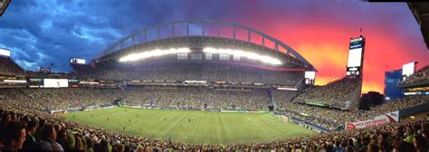 where to eat at centurylink field home of the seattle