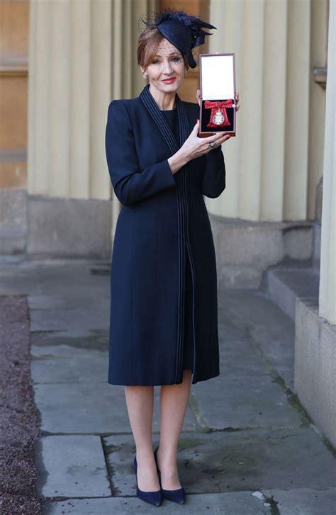 Harry Potter 12 3 J K Rowling autora de quot harry potter quot ganha t 237 tulo de honra do pal 225 cio