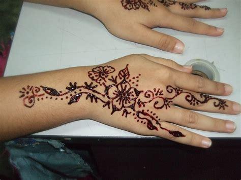 tato henna tangan simple contoh henna simple kaki makedes