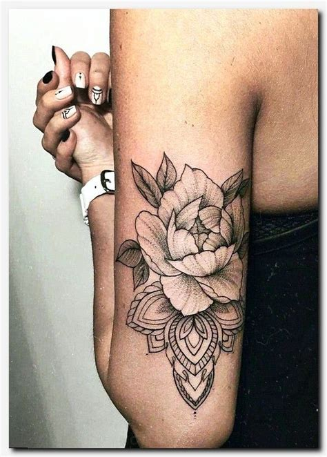 nude tattoo babes best 25 shoulder tattoos ideas on