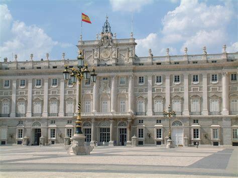 por la calle de alcal 225 el palacio real de madrid