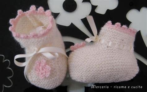 fiore di ai ferri scarpine neonata di ai ferri con fiore all uncinetto
