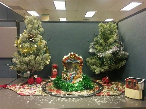 cubicle christmas decorations 60 office decorations to spread the festive cheer at work place