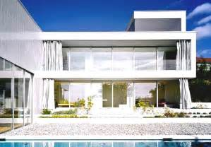 most famous modern architecture house with green landcaping