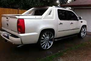 Cadillac Escalade On 28 Inch Rims Find Used 2007 Cadillac Escalade Ext 28 Rims New Tires