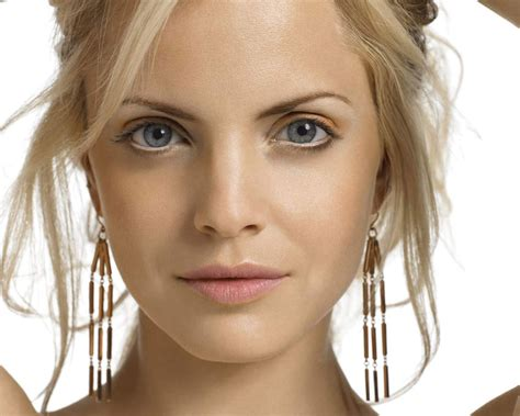 celebrities pictures mena suvari face wallpaper hot celeb wallpaper